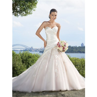A line sweetheart chapel train tulle applique wedding dress