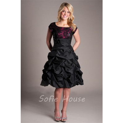Modest Scoop Neck Black Taffeta Lace Short Prom Dress With Sleeves