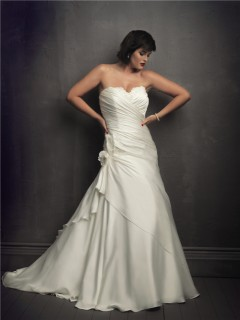 Simple sweetheart court train plus size wedding gowns with corset and buttons