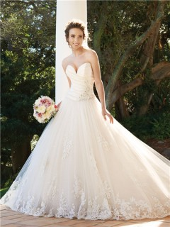 A line sweetheart chapel train tulle wedding dress with crystals