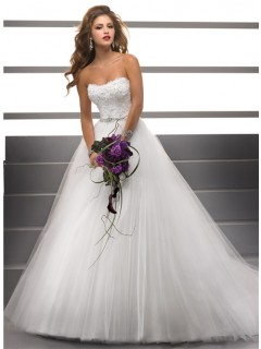 Simple Ball Gown Strapless Lace Tulle Puffy Wedding Dress With Beading Buttons