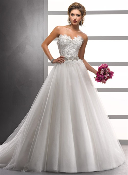 A Line/Princess Sweetheart Court Train Lace Tulle Wedding Dress With Beading Crystals