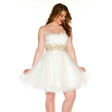 Sexy Strapless Short White Tulle Gold Beading Plus Size Cocktail Prom Dress